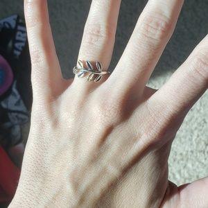 Genuine PANDORA midi leaf ring